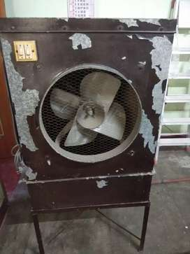 Cooler with exhaust fan