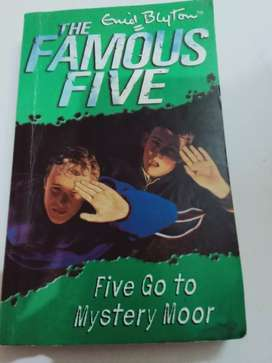 Famous five ( five go to mystery moor )