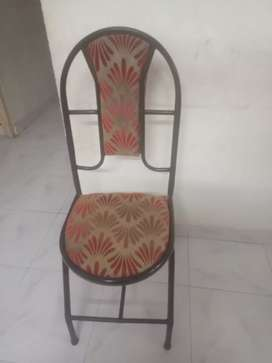 Foldable plastic table and 04 chair for sale