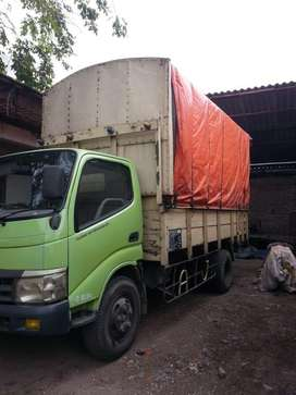 Siap pakai barang bagus Hino Dutro 2011