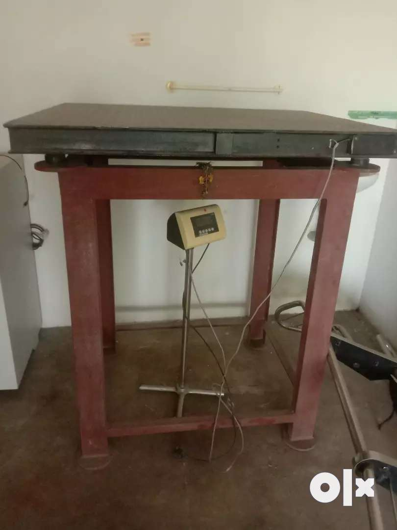 Weighing machine with stand