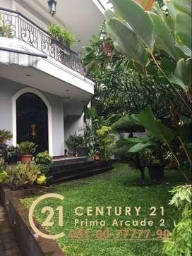 Rumah Hook 3 Lt Terawat dan Siap Huni di Menteng Jakarta Pusat (gb396)