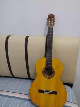 Gitar Yamaha C-135