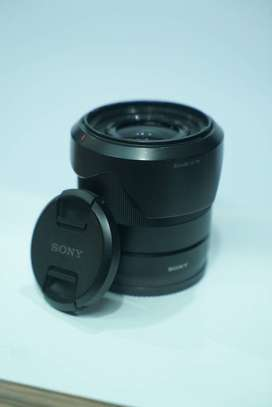 Sony Lens 28mm F2 is a Full Frame body lens