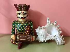 Rajasthani Artist & Conch - Must have for your Garden