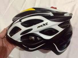 Helm sepeda MXL mulus seperti baru
