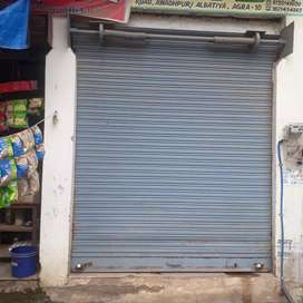 Shop On road lavel  with roof on 100ft road .on maruti Estate road