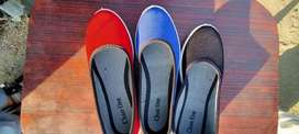 Pumpee shoes for ladies. Both summer and winter. In red blue black.