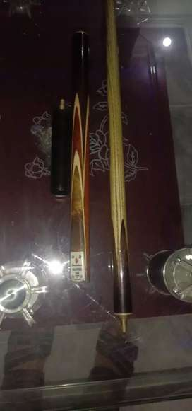 snooker cue with cover