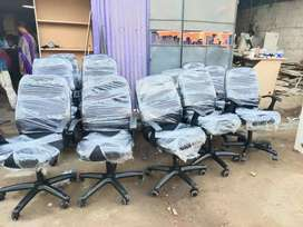 Office  rolling and office executive chairs 100 nos available
