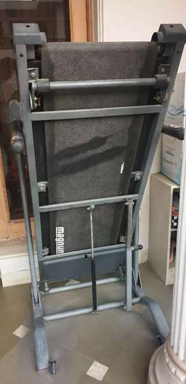 Portable Treadmill in excellent working condition on throw away  Price