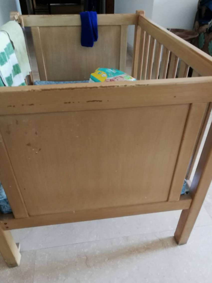 Crib and chest for baby 0
