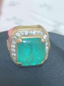 Cincin berlian batu Zamrud