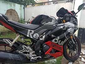 Yamaha YZF R15 tahun 2018 warna hitam