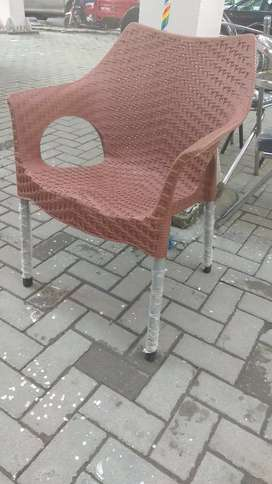 Best plastic chairs and table