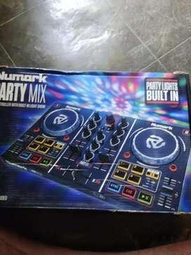 Numark party mix dj controler