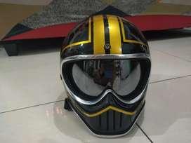 Helm cakil Medmoto Black gold Helm Custom classic retro