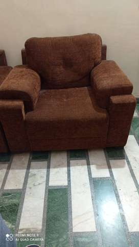 5 Seater Sofa Set(3+1+1) in excellent condition