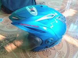 Dijual helm GM warna biru