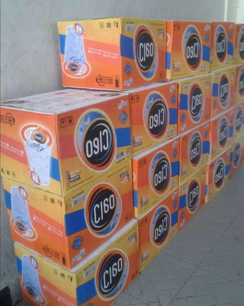 Lapak CLEO menjual air mineral kemasan merk Cleo