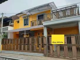 Rumah cantik bersih 2 lantai di perumahan cluster