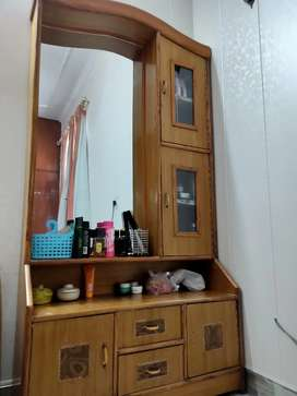 Dressing Table in excellent condition!!
