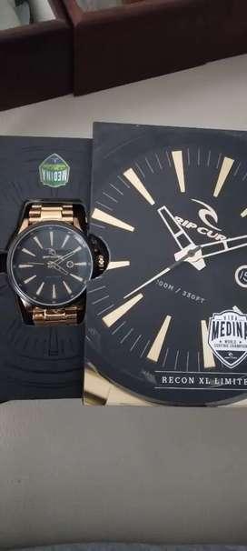 Dijual Rugi Jam tangan Pria Ripcurl ori lengkap ya