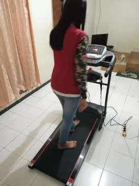 Alat fitnes Treadmill elektrik keluarga cocok buat dirumah new Verona