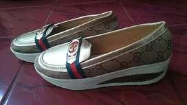 Sepatu Motif Gucci Wanita