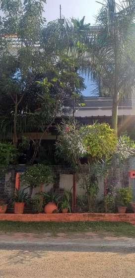 An independent duplex is on rent. In mahesh Nagar