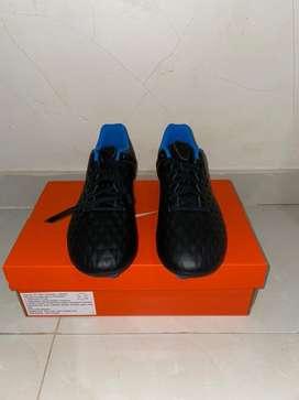 Sepatu Bola Nike Tiempo Legend 8 Academy FG Ukuran 42