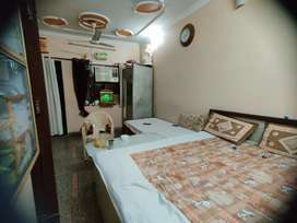 Ready to move in flate in paharganj