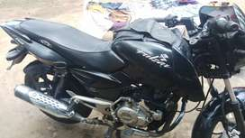 Good bike single hand use showroom maintained new tyr