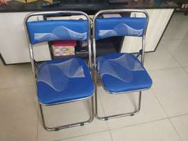 Pair of 2 foldable chairs