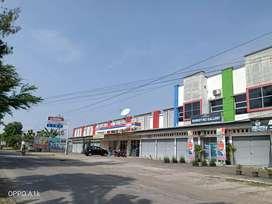 Ruko Pinggir Jalan Ramai Pengunjung..