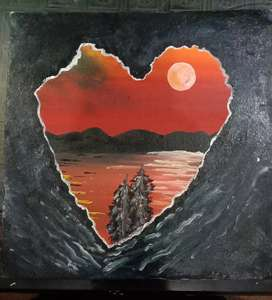 Beautifull sunseting seen through a heart shaped cave