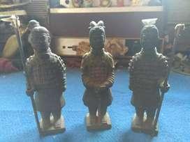 Tiga patung Terakota lawas