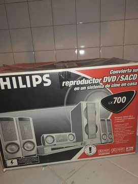 Philips compact Home Theater with built-in AM/FM Radio