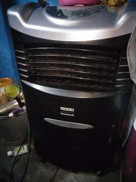 Cooler Sale @ 4000/- Of Usha Company Running Condition Now.