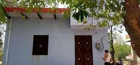 There is 3room,1car parking lot,2main gate,1bathroom,1galari