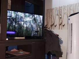 TV SMART SAMSUNG 32INC. BARU DI PAKAI 2 MINGGUNAN