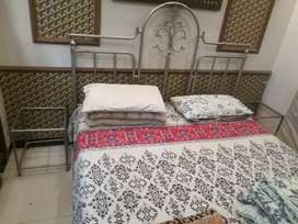 Solid iron heavy bed