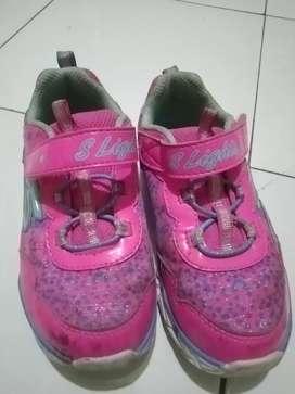 Sepatu anak perempuan merk Skechers no. 26
