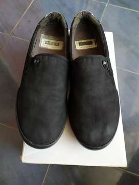 Macbeth Mcqueen All Black Canvas