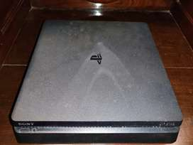 Ps4 500GB with 2 Controllers + 5 Games