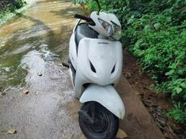 Honda activa excellent condition, new insurance (have some scratches)