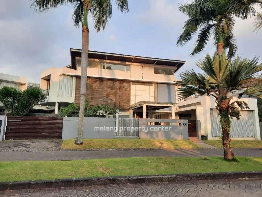Rumah Mewah Luas 539 m² Poros Boulevard Golf Araya Plus Kolam Renang