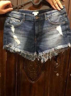 Celana pendek merk H N M