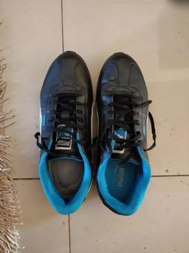 Running shoes (size 8)