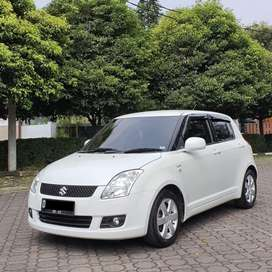 KM 55RB !! SUZUKI SWIFT 1.5 ST 2010 AT PUTIH